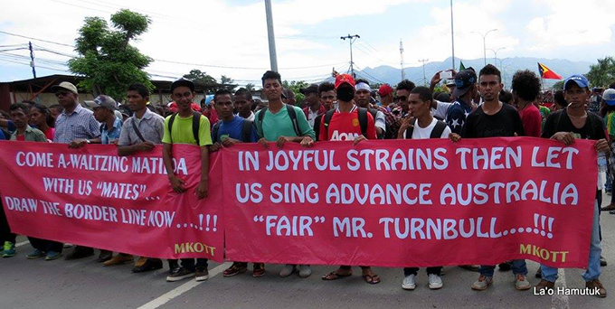 """Advance Australia 'fair', Mr Turnbull"" message from the Timor-Leste protesters to the Australian PM. Image: La'o Hamutuk"
