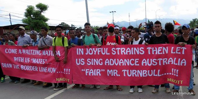 """Advance Australia 'fair', Mr Turnbull"" message from the Timor-Leste protesters to the Australian PM. Image: La'o Hamutuk"
