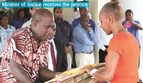 Florence Lengkon presents the protestors' petition to the Justice Minister. Photo: TIV