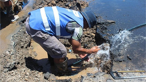 A Water Authority of Fiji, plumber repairing a broken water pipe along Thurston Street in Suva yesterday. Source: Peni Shute / Newswire