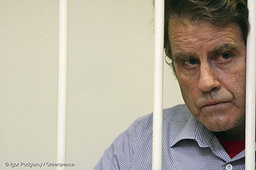 Greenpeace skipper Peter Willcox at a detention hearing at the Kalininskiy Court, in Saint Petersburg. Image: