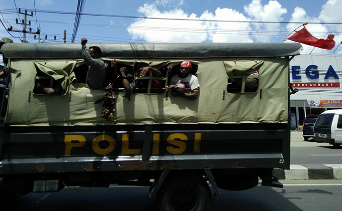 apr arrested papuans in police vehicle 680wide