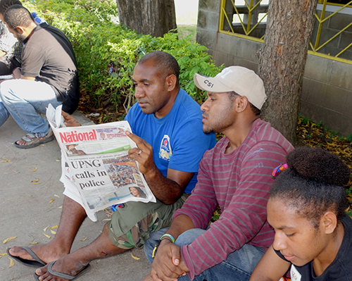 Students reading about the police moving onto their Waigani campus - most students staged a sit-in protest today. Image: Citizen Journalist