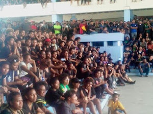 UPNG students at a forum on campus discussing national politics last week. Image: EMTV