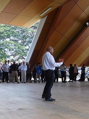 Vice-chancellor Albert Mellam speaking to students at UPNG on Friday. His pledge that students would return to class today went unheeded. Image: Citizen Journalist