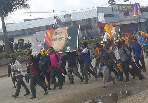 A demonstration in Mt Hagen yesterday over policed shooting at students and calling for the resignation of Prime Minister Peter O'Neill. Image: Kili Kalo Vaikeli FB