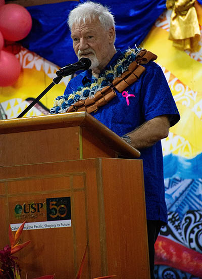The Pacific Media Centre's Professor David Robie speaking on the contemporary dangers of journalism. Image: Harri Selmen/Wansolwara