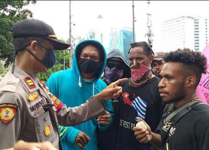 Papuan students question rally ban – no action against Islamic hardliners