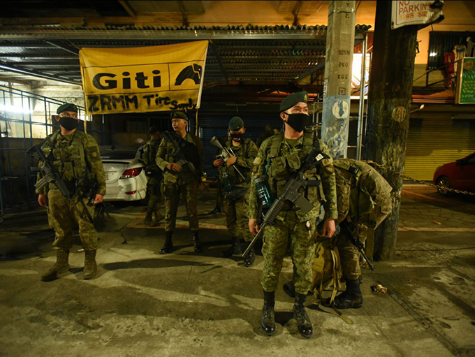 Philippine checkpoint soldiers shoot and kill investigative journalist