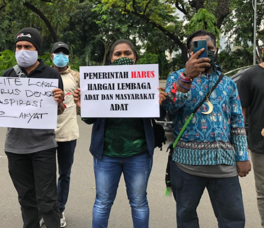 Mimika students protest 1
