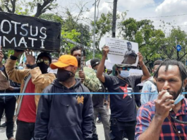 Papuan students protest