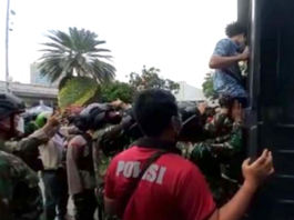 May Day Papuan students being arrested