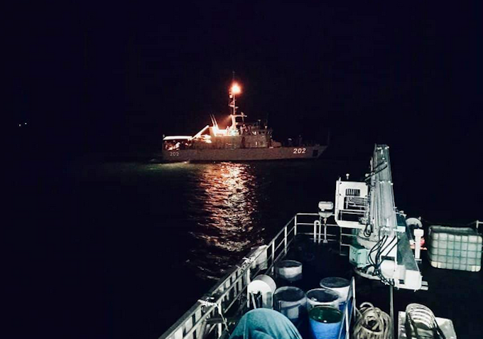The RFNS Kikau departing for the search area