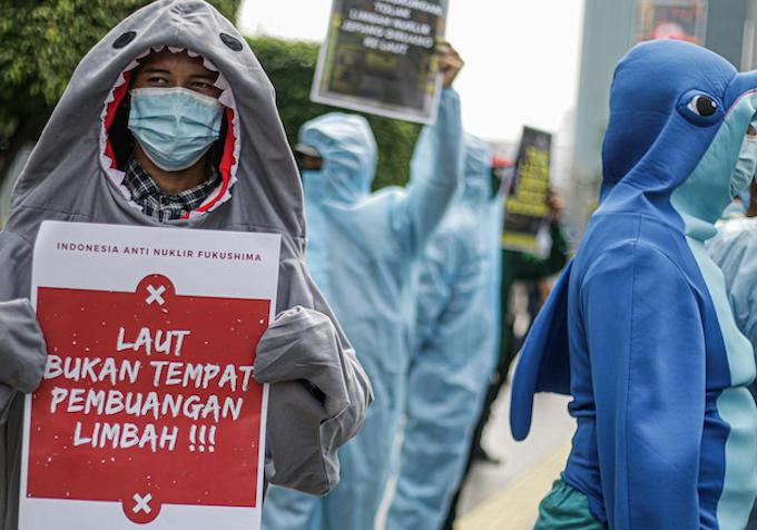 Indonesian anti-nuke waste rally