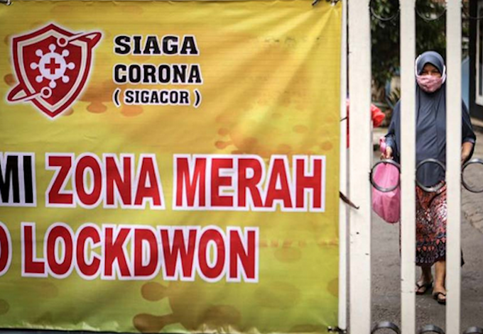 Lockdown sign Jakarta 250621