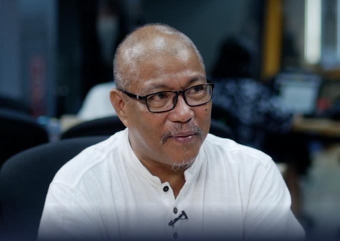 Filipino journalist Nonoy Espina