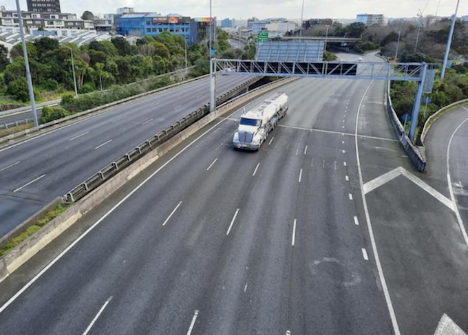 Southern motorway near Auckland city central during lockdown 190821