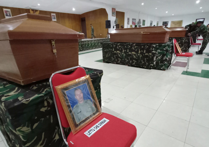 Caskets of four Indonesian soldiers in Papua