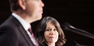Minister Chris Hipkins and Dr Caroline McElnay